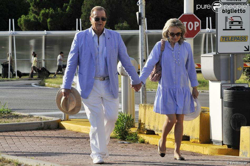 Roger Moore et sa femme Kristina Tholstrup arrivent main dans la main pour assister au 70e festival du film de Venise, le 26 août 2013.