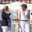 Marta Ortega n'a pas manqué de saluer ses amis du monde hippique... Athina Onassis et son mari Alvaro de Miranda Neto prenaient part au Jumping de Gijon et se sont montrés complices et détendus le 28 août 2013.