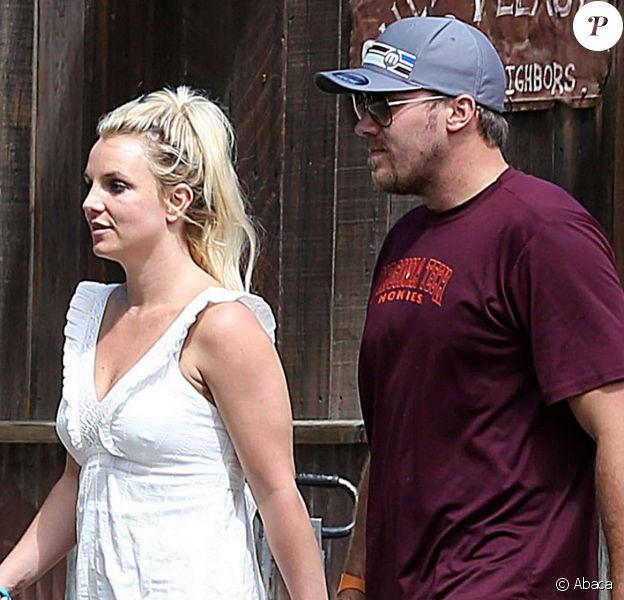 Britney Spears de sortie avec sa maman et son chéri, David Lucado, le 31 août 2013 à Calabasas (Los Angeles).