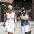 Britney Spears de sortie avec sa maman Lynne et son chéri, David Lucado, le 31 août 2013 à Calabasas (Los Angeles).