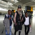 Madonna et ses enfants David, Mercy et Lourdes à l'aéroport de Londres. Le 3 septembre 2013. La chanteuse s'envole certainement pour New york où elle possède sa résidence principale.