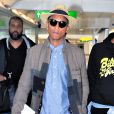 """Pharrell Williams arrive à l'aéroport Heathrow de Londres pour prendre un avion pour Los Angeles. Le 4 septembre 2013."""