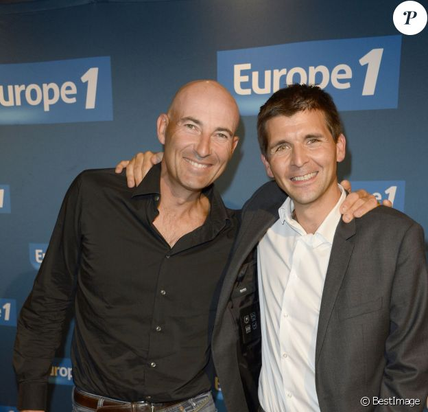 Thomas Sotto et Nicolas Canteloup lors de la conférence de presse de rentrée d'Europe 1 à la Maison de la Mutualité à Paris, le 4 septembre 2013