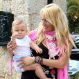 Exclusif - L'ex-joueur de tennis espagnol Carlos Moya fête ses 37 ans avec sa femme Carolina Cerezuela et leurs deux enfants à Majorque en Espagne le 27 août 2013.