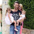 Exclusif - L'ancien joueur de tennis espagnol Carlos Moya fête ses 37 ans avec sa femme Carolina Cerezuela et leurs deux enfants à Majorque en Espagne le 27 août 2013.