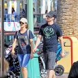 Exclusif - Chris Evans et Minka Kelly s'éclatent à Disneyland, le 4 septembre 2013.