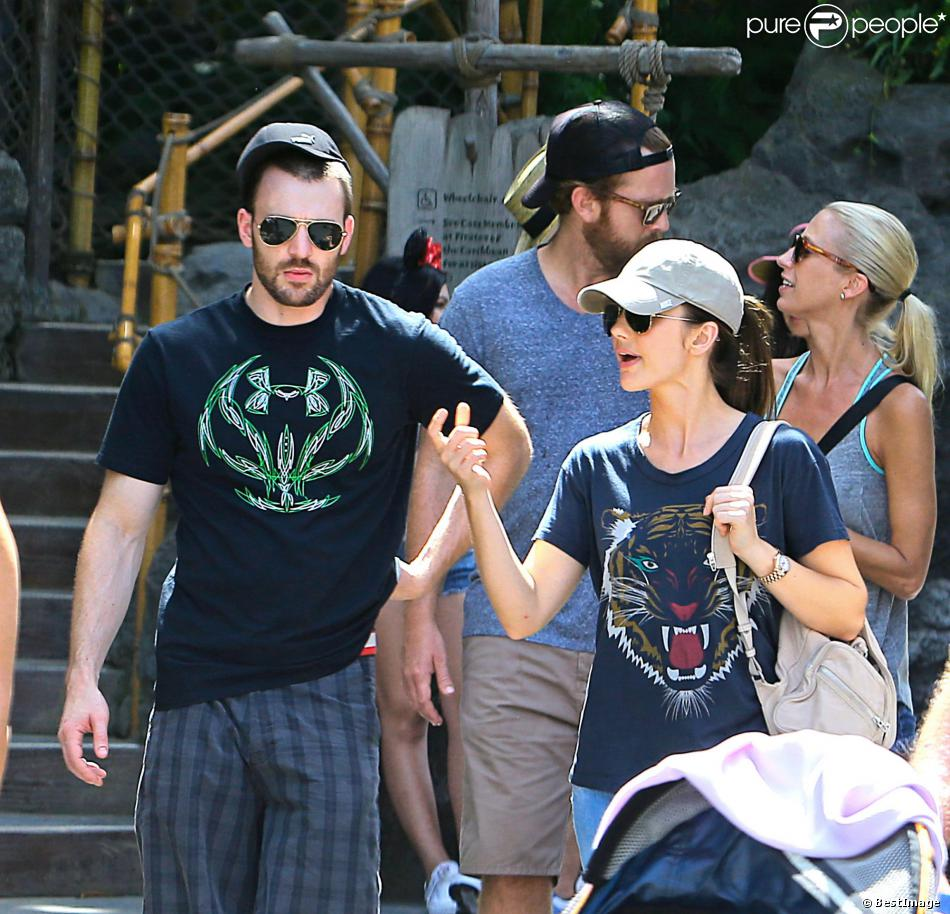 Exclusif - Chris Evans et Minka Kelly à Disneyland en Californie, le 4 septembre 2013.