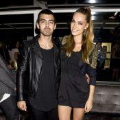 Fashion Week : Les Jonas Brothers et leurs amoureuses s'imprègnent des tendances