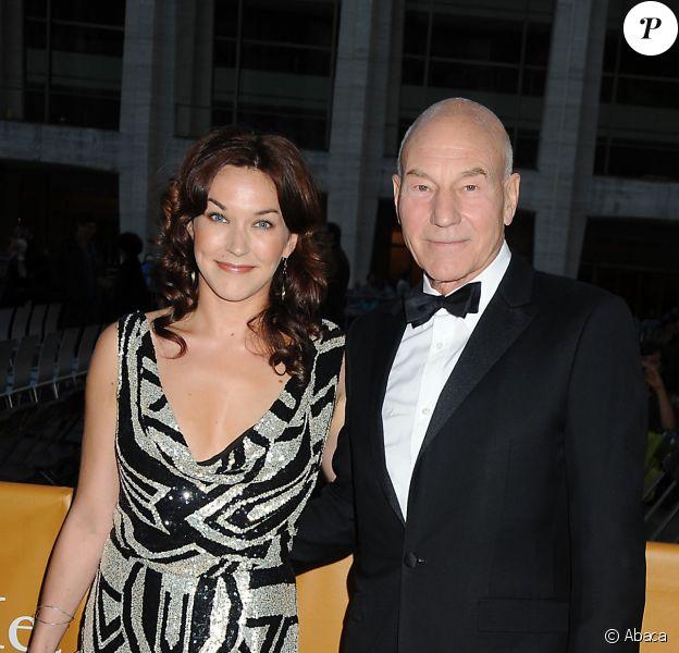 Patrick Stewart et Sunny Ozell lors de l'ouverture de la saison du Metropolitan Opera de New York le 24 septembre 2012