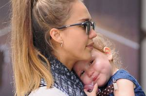 Fashion Week : Jessica Alba, câline avec sa fille et élégante pour un défilé