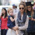 Sortie shopping mère/fille pour Jessica Alba et Haven (2 ans) dans le quartier de SoHo. New York, le 10 septembre 2013.