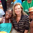 """Exclusif - La première dame de France, Valérie Trierweiler, accompagne près de 5000 enfants parisiens à Cabourg dans le cadre de """"La journée des oubliés des vacances"""", organisée par le Secours Populaire, le 28 août 2013"""