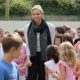 Exclusif - SAS La princesse Charlene de Monaco en visite à l'école de Fontvieille le 16 septembre 2013, troisième et dernière étape de son lundi de rentrée. Après avoir rencontré des élèves de primaire d'une école privée, et des élèves de terminale du Lycée Albert-Ier, elle s'est invitée à la cantine !