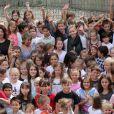 Exclusif - La princesse Charlene de Monaco en visite à l'école de Fontvieille le 16 septembre 2013, troisième et dernière étape de son lundi de rentrée. Après avoir rencontré des élèves de primaire d'une école privée, et des élèves de terminale du Lycée Albert-Ier, elle s'est invitée à la cantine !