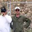 """Exclusif - Brad Pitt apprend à conduire un tank sur le tournage de """"Fury"""" au Royaume-Uni le 3 septembre 2013"""