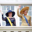 Célébrations du  Prinsjesdag , le 17 septembre 2013 à La Haye. Le roi Willem-Alexander des Pays-Bas, entouré de son épouse la reine Maxima, de son frère le prince Constantijn et de sa belle-soeur la princesse Laurentien, accomplissait pour la première fois au Binnenhof, sur le Trône de la Salle des Chevaliers, le rituel marquant l'ouverture de l'année politique, avant de rallier le palais Noordeinde pour saluer la foule de ses sujets.