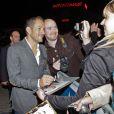 Dany Boon en pleine séance d'autographes lors de l'avant-premiere du film Eyjafjallajokull à Lille le 20 septembre 2013