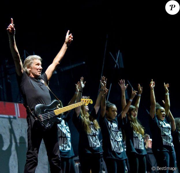 """L'ex-Pink Floyd Roger Waters reconstruit """"The Wall"""" au Stade de France, dernière étape d'une tournée de trois ans. Paris, le 21 septembre 2013 ."""
