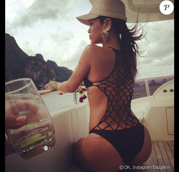 Rihanna profite de son séjour en Thaïlande et multiplie les poses, les 19, 20 et 21 septembre 2013.