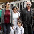 Flavio Briatore fait du shopping à Milan avec sa femme Elisabetta Gregoraci et leur fils Nathan Falco (3 ans) le 21 septembre 2013.