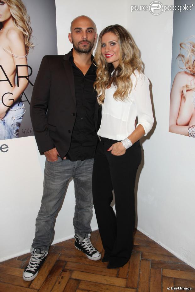"""Jérémy Olivier, alias DJ Jey Didarko et sa femme Clara Morgane à la soirée de lancement du nouveau calendrier 2014 de Clara Morgane à la galerie """"Hug"""" à Paris, le 24 septembre 2013."""