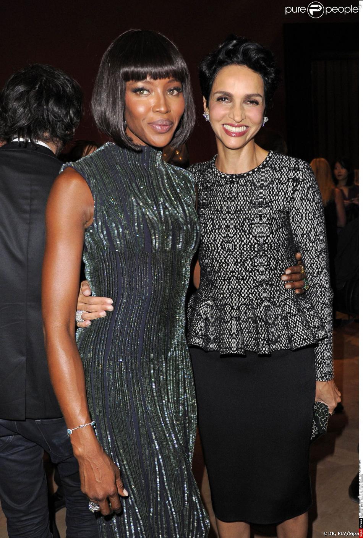 Naomi Campbell et Farida Khelfa, complices lors de la soirée organisée en l'honneur d'Azzedine Alaïa au Palais Galliera le 25 septembre 2013