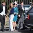Cressida Bonas, compagne du prince Harry, avec son amie la princesse Eugenie, qui les a présentés, au mariage de Thomas van Straubenzee et Melissa Percy le 22 juin 2013.