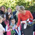 Le roi Willem-Alexander et la reine Maxima des Pays-Bas, qui salue ici des écoliers, ont fait le 2 octobre 2013 leur visite inaugurale en Norvège, reçus à Oslo par le roi Harald V, la reine Sonja, le prince héritier Haakon et la princesse Mette-Marit. La princesse Astrid s'est jointe à eux pour les photos et le déjeuner officiels.