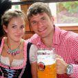 Thomas Muller et sa femme Lisaà l'Oktoberfest à Munich le 6 octobre 2013.