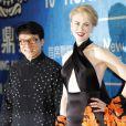Jackie Chan et Nicole Kidman lors de la cérémonie des Huading Awards à Macao., le 7 octobre 2013.