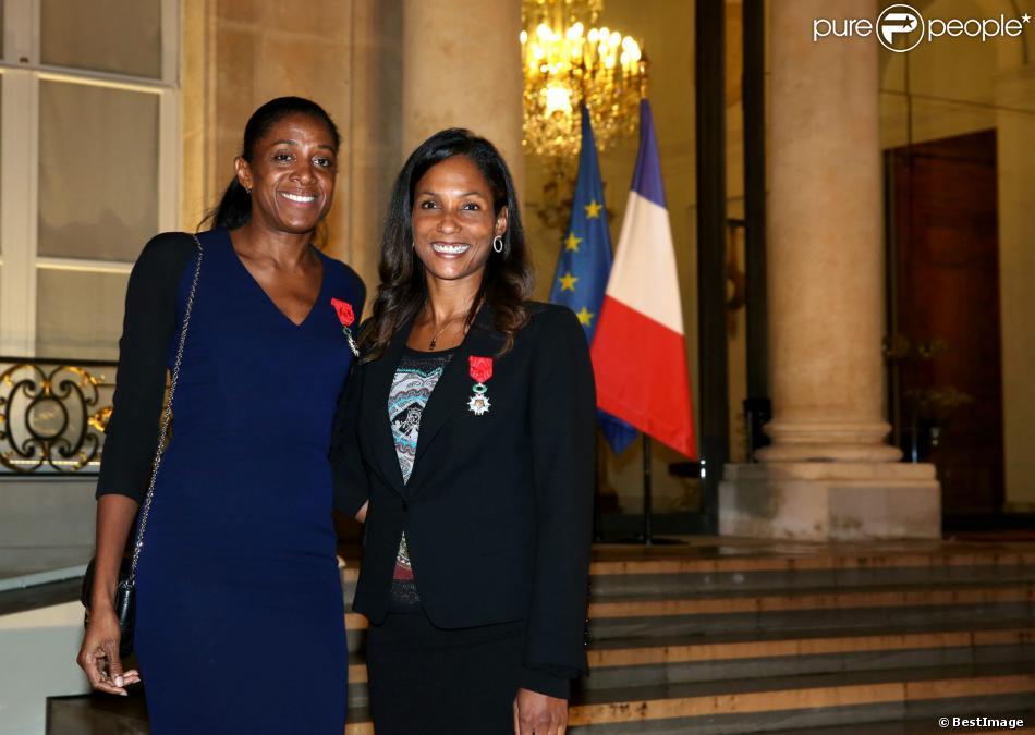 Marie-José Pérec et Christine Arron lors de la remise des insignes de la Légion d'honneur et de l'Ordre national du Mérite par François Hollande au Palais de l'Elysée le 9 octobre 2013