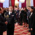François Hollande et Sophie Kamoun lors de la remise des insignes de la Légion d'honneur et de l'Ordre national du Mérite par François Hollande au Palais de l'Elysée le 9 octobre 2013