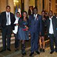 Pape Diouf entouré de sa famille lors de la remise des insignes de la Légion d'honneur et de l'Ordre national du Mérite par François Hollande au Palais de l'Elysée le 9 octobre 2013