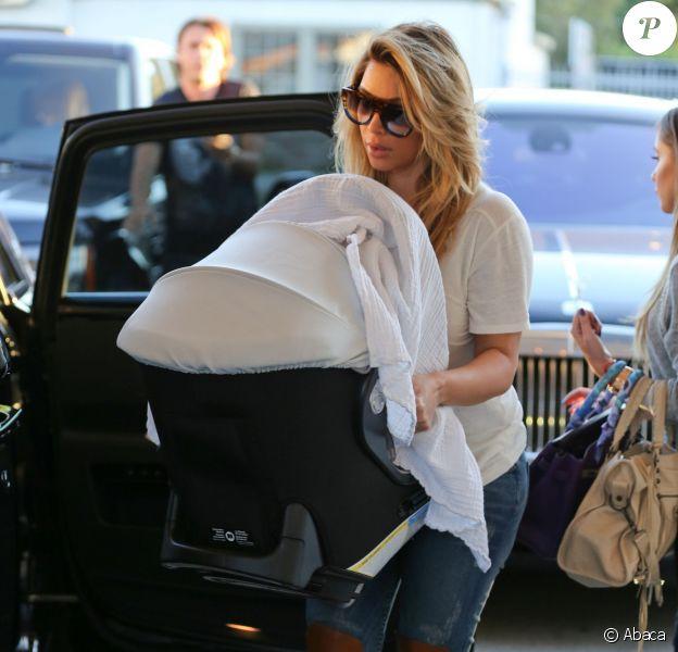 Kim Kardashian et sa fille North West à Studio City, le 12 octobre 2013.