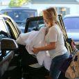 Kim Kardashian en compagnie de sa fille North West à Studio City, le 12 octobre 2013.