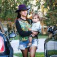 Kourtney Kardashian et Scott Disick avec leurs enfants Mason et Penelope se rendent au Toscanova Restaurant à Calabasas, le 12 octobre 2013.