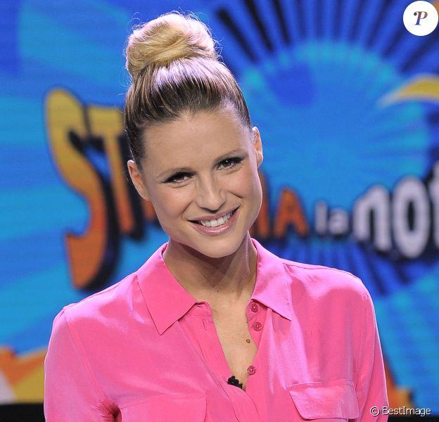 Michelle Hunziker de retour sur le plateau de Striscia la notizia à Milan en Italie le 14 octobre 2013.