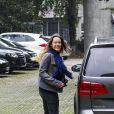 Aurora Ramazzotti arrive à la clinique où sa mère Michelle Hunziker a accouché d'une petite fille, Sole à Milan le 10 octobre 2013.