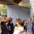 """"""" Le roi Philippe de Belgique et la reine Mathilde, dont le style vestimentaire vintage n'a pas fait l'unanimité, effectuaient le 16 octobre 2013 à Gand une de leurs Joyeuses entrées, leur tournée inaugurale du royaume. """""""