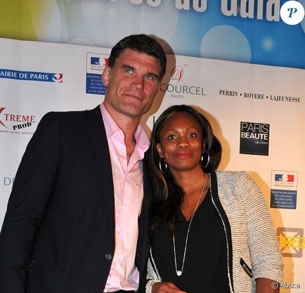 Laura Flessel et Fabien Pelous lors du 10e gala de l'association Un Maillot pour la Vie à l'hôtel de Ville de Paris le 22 octobre 2013