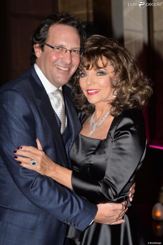 Joan Collins et son mari Percy Gibson lors de la soirée de lancement de l'autobiographie de Joan Collins Passion For Life à Londres le 21 octobre 2013 à l'hôtel Westbury de Mayfair
