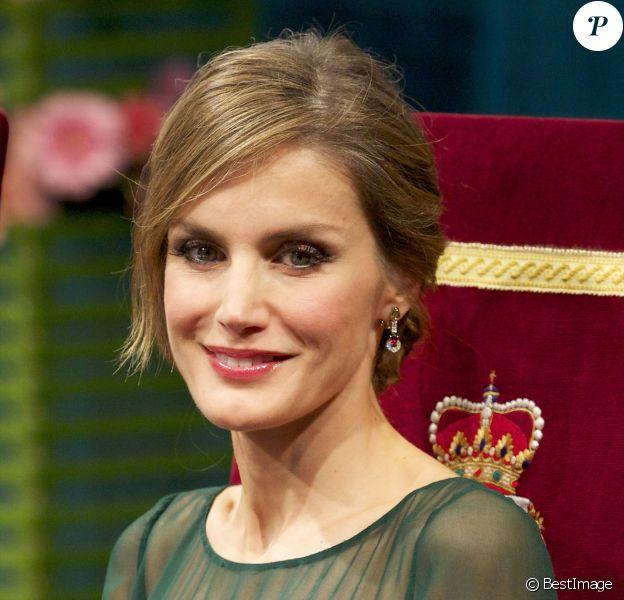 La princesse Letizia d'Espagne lors de la cérémonie de remise des prix Prince des Asturies à Oviedo, le 25 octobre 2013.