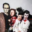 Neil Patrick Harris avec son mari David Burtka et leurs deux enfants  Gideon et Harper pour  Halloween 2013