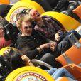 Johnny Hallyday et sa femme Laeticia se sont éclatés avec leurs filles Jade et Joy au parc d'attractions  Knott's Berry Farm  situé à Buena Park, dans la banlieue de Los Angeles, le 25 octobre 2013.