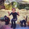 Jade en Catwoman ! Laeticia et Johnny Hallyday ont joué le jeu à fond pour Halloween 2013 !