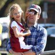 Ben Affleck joue avec sa fille Violet à Los Angeles le 3 novembre 2013.