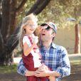 Ben Affleck se promène avec sa fille Violet à Los Angeles le 3 novembre 2013.