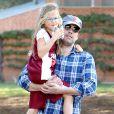 Ben Affleck avec sa fille Violet après un cours de basketball à Brentwood, Los Angeles, le 3 novembre 2013.