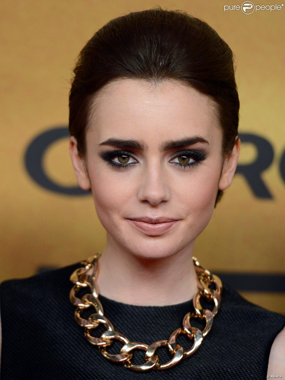 La it-list beauté pour les fêtes de fin d'année : un smoky eye glamour comme Lily Collins