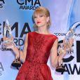 Taylor Swift, récompensée et très émue, lors des 47e CMA Awards à Nashville, le 6 novembre 2013.